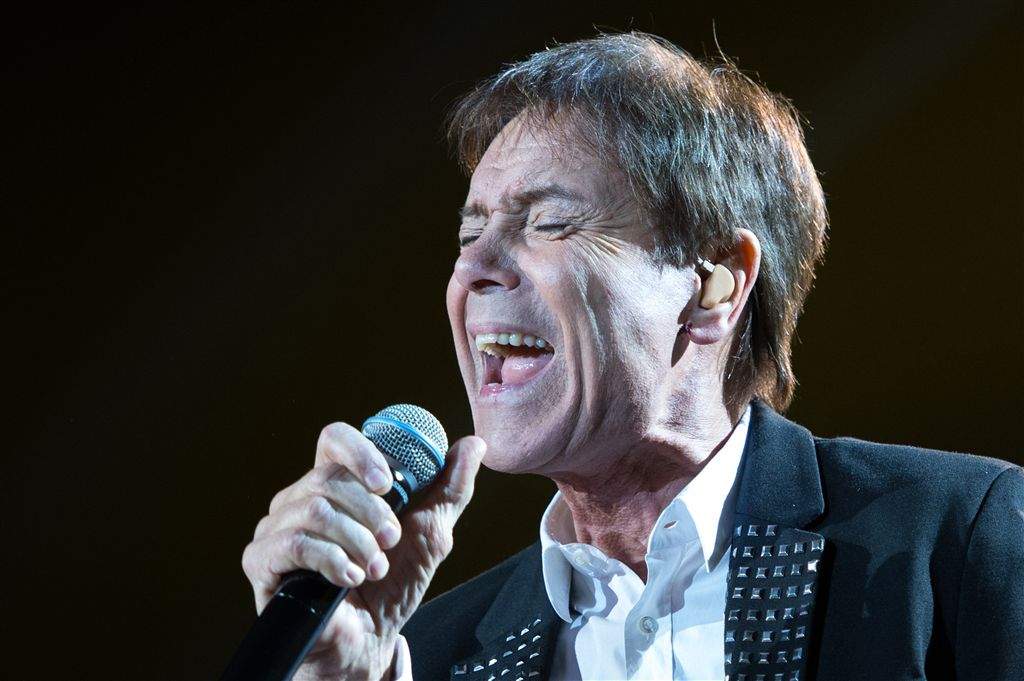 Huiszoeking Cliff Richard om zedenzaak