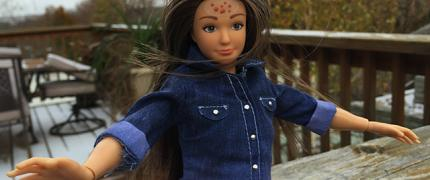 Lammily: een Barbie met acne en cellulitis