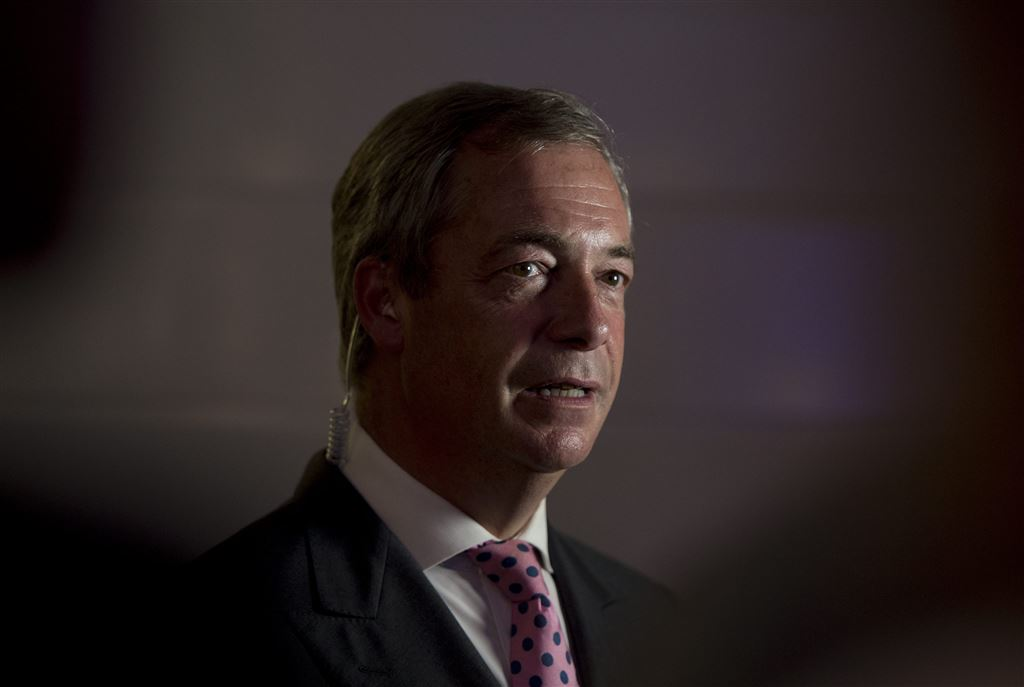 Farage 'schoffeert Cox' in triomfrede