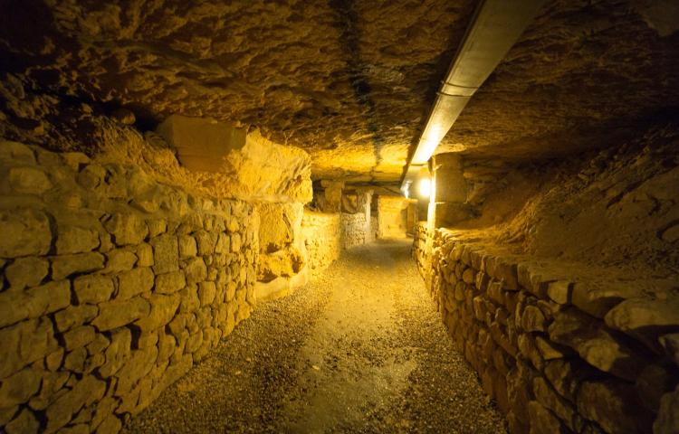 The catacombs (Les Catacombes) of Paris, photo taken on 23.11.2017 in Paris (Ile de France). From 1785 onwards, the bones of the overcrowded inner city cemeteries (bones of about 6 million people) are deposited in the former underground quarries.  | usage worldwide Photo via Newscom