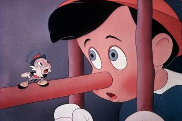 PINOCCHIO YOU MUST CREDIT WALT DISNEY CO icture from the Ronald Grant Archive. -- Strictly editorial use only. Credit line mandatory. Book cover use must be cleared with Mary Evans.